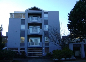 7371 Minoru Blvd in Richmond, apartment building exterior re-paint